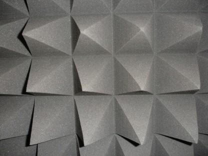 Mousse acoustique synthétique